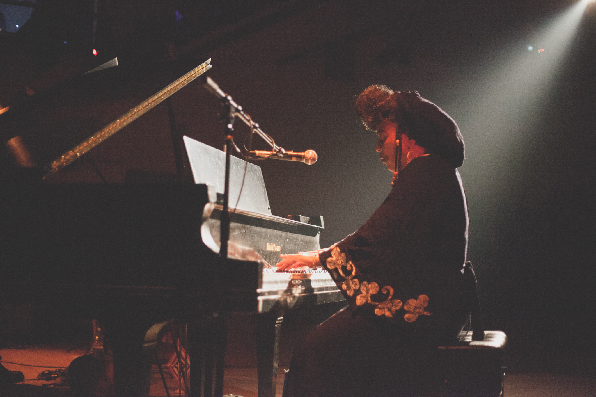 Emelda Lawson Bekkal plays the gran piano during the ECLIPSING performance series at Links Hall. Photo by Ally Almore